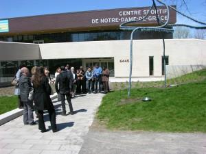 Activité de médiation autour de l'œuvre Source de Patrick Coutu. Crédit photo : Ville de Montréal