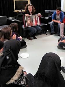 Amanda Tétrault animant un atelier Crédit : Arrondissement Saint-Laurent