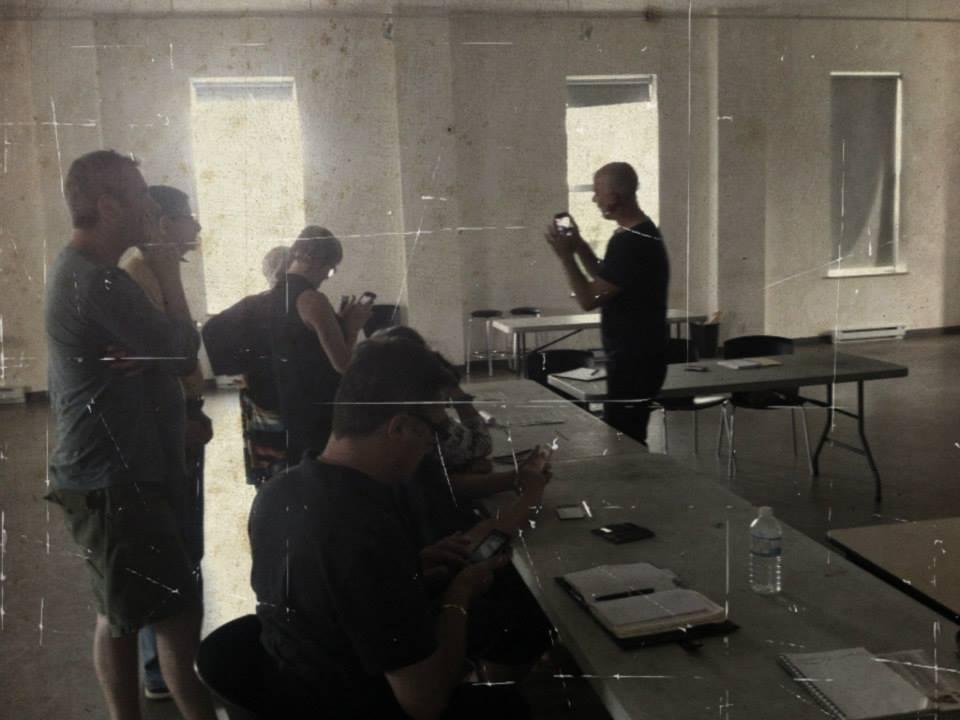 Lors de l'atelier-rencontre sur la photo avec les téléphones intelligents hier soir avec Yves Martin Allard Crédit photo : Mireille Létourneau